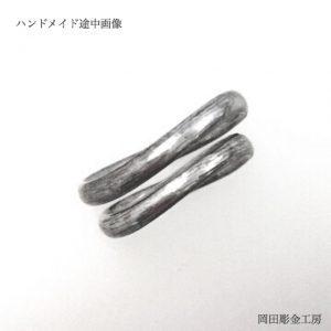ヘラ加工中なプラチナマリッジリング