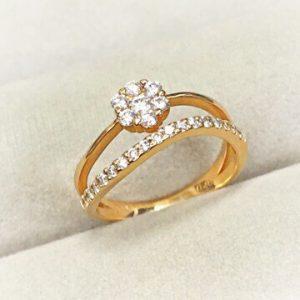 ゴールドのダイヤモンドデザインリング