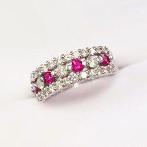 ダイヤモンドとルビーのリング
