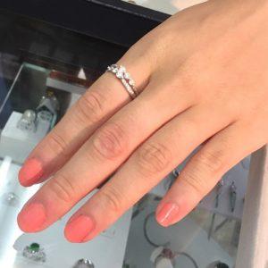 ダイヤモンドが並んだ素敵なデザインリング