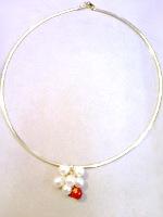 赤いサンゴと真珠でペンダント制作