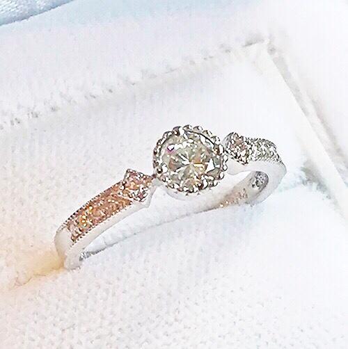 お誕生日プレゼントのプラチナダイヤモンドリング