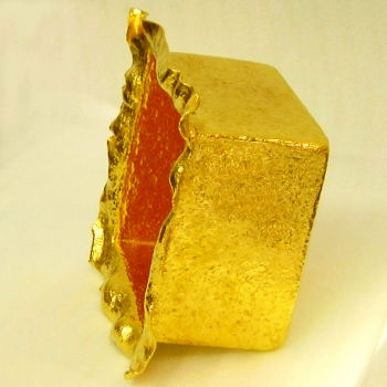 純金で創作 四角い器 岡田彫金工房