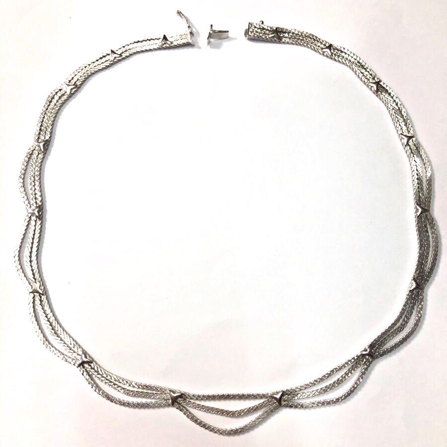 ホワイトゴールドの3連ネックレス